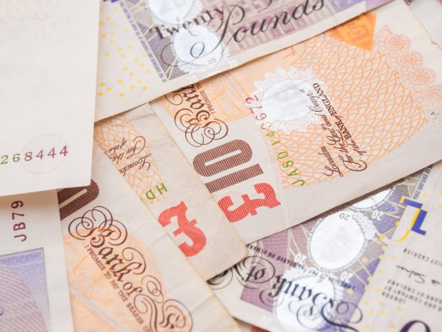 Bank of England to Keep Polymer £5 Notes Depsite Petitions